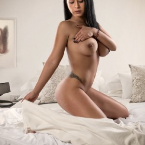 SELENA RAGAZZA PER SCOPARE escort donna accompagnatrice