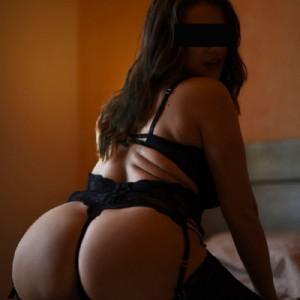Francesca bella 30 anni italiana escort donna accompagnatrice