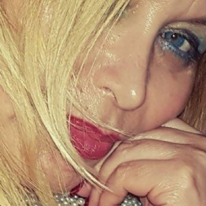 BIONDA spagnola occhi azzurri escort donna accompagnatrice
