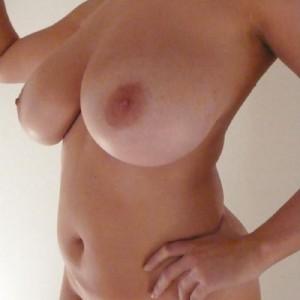 Bella 40 enne con un seno da favola escort donna accompagnatrice