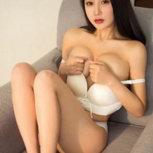 Bellissima ragazza orientale sexy e carina simpatica-3