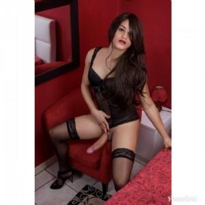 Adriana alto livello escort donna accompagnatrice