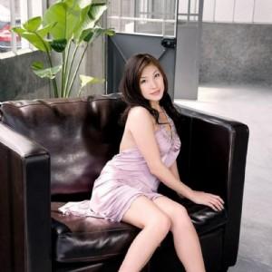 Massaggiatrice orientale giovane curve-1