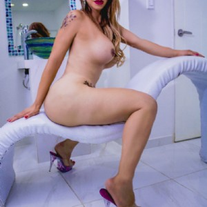 Melanie Lopez Caldissima escort donna accompagnatrice