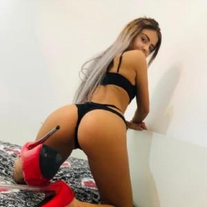 Jasmine Bella Ungheresse Bionda Sensuale escort donna accompagnatrice