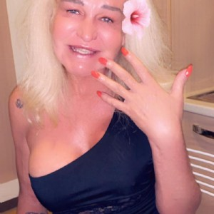 Loly Milf Senza Limiti Regina Libera escort donna accompagnatrice