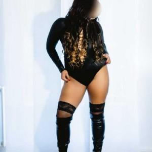 Any Brasiliana Chiama escort donna accompagnatrice