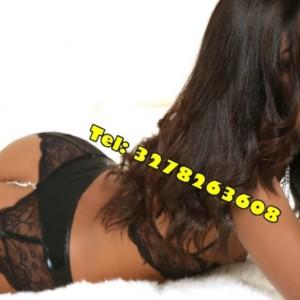 Aline Vera Bomba Sexy 24su24 escort donna accompagnatrice