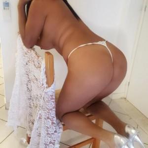 Claudia Offro Servizi Eleganti escort donna accompagnatrice